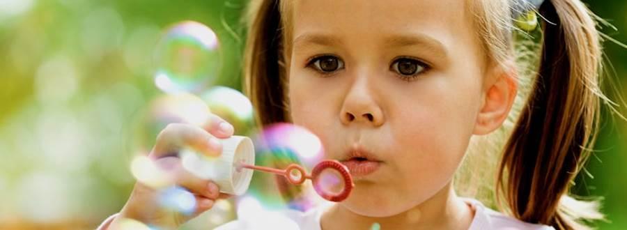 Girl Bubbles Full 872X447